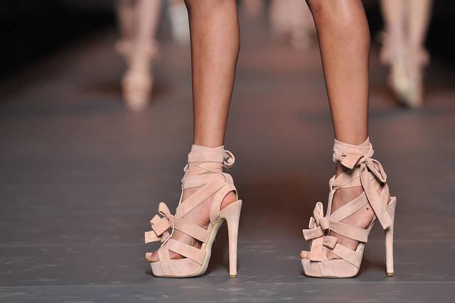 christian dior runway paris fashion week fallwinter 2012 - Sandale Colore