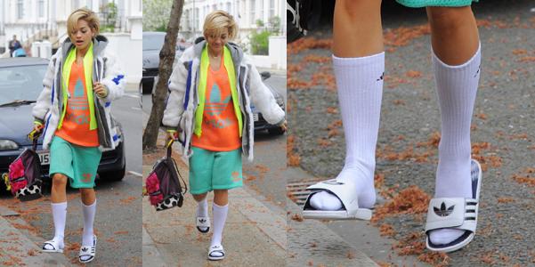 Socksnslides alias le ciabatte con i calzini dimmi - Calzini per piscina ...